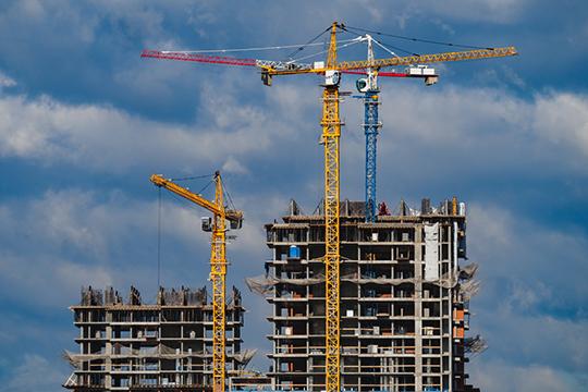 К 2024 году республике предстоит в 1,5 раза увеличить объемы стройки, доведя их до 3,6 млн кв. метров жилья. Эти параметры пока не отменяются