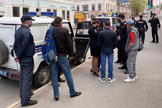 Внезапным и мощным ураганом пронеслась вчера вечером полиция Казани по столице