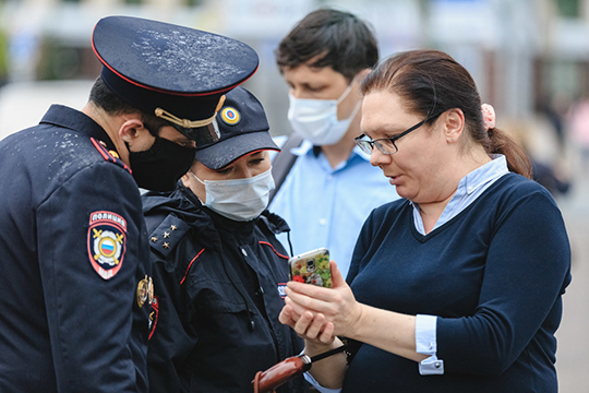 Терпение полиции лопнуло в среду. Вечером весь гарнизон казанской полиции — это почти 5 тыс. сотрудников — устроил массовый уличный рейд. Шерстили и центр города, и спальные районы