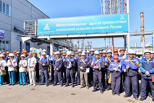 С 6 июля весь дневной персонал промышленного гиганта, не задействованный на непрерывном производстве, перейдёт на 4-дневную рабочую неделю, при этом сохранится 8-часовой рабочий день