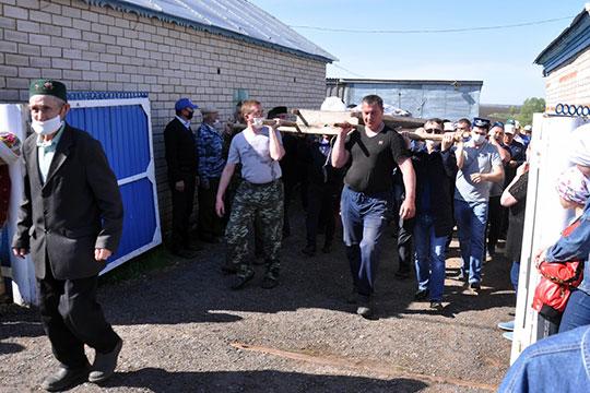 Сегодня Сармановский район проводил в последний путь руководителя местного исполкома Альфиса Мухаметгараева