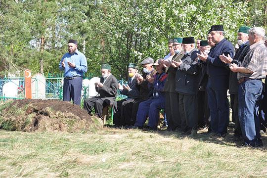 Мухаметгараева похоронили в родной деревне Саклов-Баш — это чуть больше 30 км от Сарманово