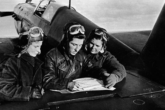 «Легендарных летчиц единственного в мире женского полка бомбардировщиков фашисты боялись и ненавидели. За сбитый «Рус-фанер» вручали Железный крест»