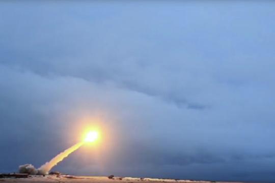 «У РФ на мировой арене было два серьезных козыря: нефть и ядерное оружие. Сейчас осталось только ядерное оружие, и это позволяет нам играть на ограниченном поле»