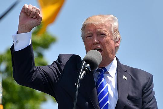 «У Трампа немало козырей — данные и по 11 сентября, и педофильской сети, в которой задействованы представители «высшего света» США и Западной Европы, но он будет держать этот компромат до последнего»