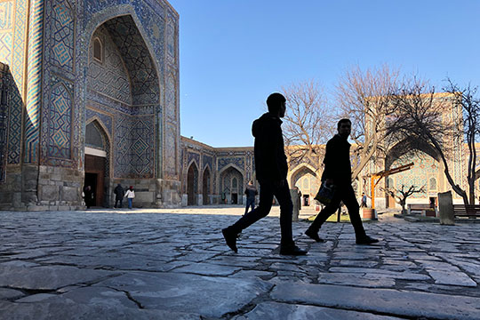 Русскоязычный человек в Узбекистане может чувствовать себя вполне комфортно. Во всех крупных городах вас не только поймут, но и охотно поддержат беседу, подробно ответят на все вопросы