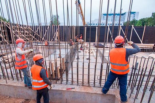 В России из-за закрытия границ, как констатировала политический консультант, представитель АРРС в РФ Роза Абдуллина, обострилась проблема нехватки трудовых ресурсов в некоторых отраслях. Прежде всего, в строительной
