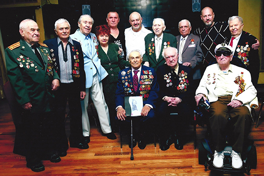 За много лет в Нью-Йорке закрепились свои традиции для поздравления ветеранов в День Победы. Обычно чествование проходило в знаменитом брайтонском ресторане «Татьяна»