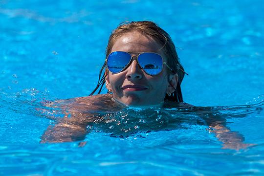 Опыт и исследования в Китае показывают, что посещение бассейнов в пандемию положительно сказывается на здоровье людей, так как при купании промывается носоглотка и смываются бактерии