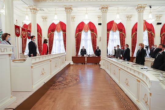 Сегодня вРатуше обкатали новый, «ковидный» формат сессии Казгордумы — сограничением личного участия депутатов