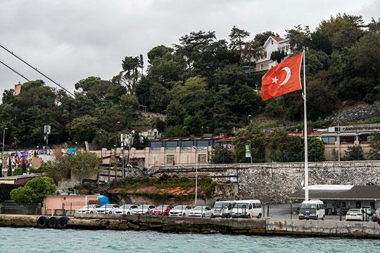 Турция, которой было нелегко, теперь, как и другие страны, смягчает карантинные меры, постепенно возрождается из пепла