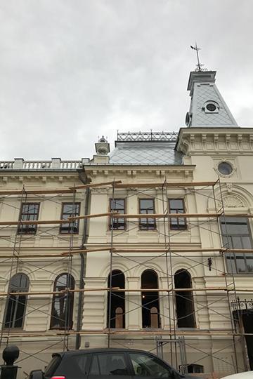 «Пандемия больше повлияла на работу музея с посетителями, а на реконструкцию нет. Ремонт главного здания ГМИИ РТ проводится очень давно, с 2017 года. Летом была полностью заменена кровля, это были довольно объемные работы»