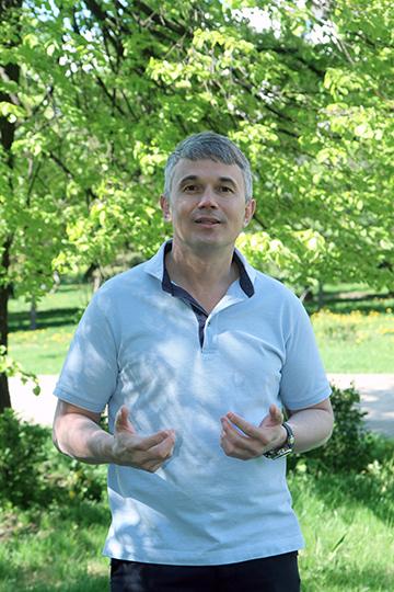 Линар Гарифуллин:«Есть отдельные «биохакеры»— иногда это довольно одиозные личности, есть несколько клиник вМоскве иСанкт-Петербурге, которые занимаются направлением биохакинга, нонет ниодной структуры, котораябы объединяла все уровни биохакинга