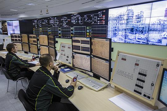 Среди всех регионов самой падающей после Москвы оказался Татарстан, это объясняется снижением поступлений поналогу наприбыль, большая часть которого собирается спредприятий подобыче ипереработке нефти