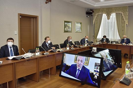 Госдолг республики наконец года составил 93,6млрд рублей. Витоге депутатами комитета было рекомендовано бюджет Татарстана за2019 годпринять сразу втрех чтениях наближайшей сессии Госсовета, аэто будет ориентировочно 11июня