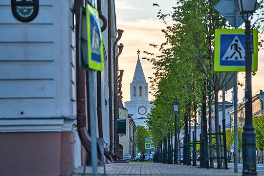 «Татарстан, негласно, но устойчиво считается «первым среди равных» среди республик. Есть Российская Федерация, а внутри ее два с половиной десятка национальных образований и Татарстан — на первом месте»