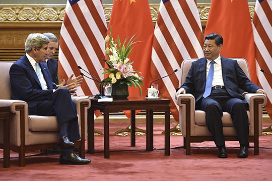 В КНР опирающиеся насиловиков националисты-реалисты, так называемые великокитайцы воглаве сСиЦзиньпином (справа)сохранили партию истрану, смягчили кризис ивывели Китай вмировые лидеры