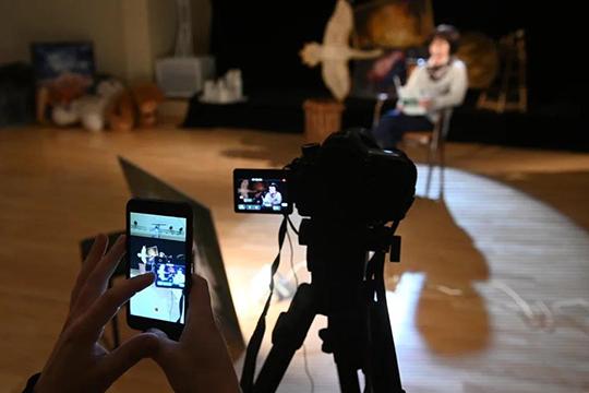 «Весь наш доход сейчас идет с продаж билетов на спектакли текущего репертуара, которые мы предлагаем посмотреть в формате видеозаписи на сайте театра»