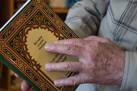 «Совершать намаз и читать по-арабски меня научила моя бабушка Галиябану, уразу тоже держал с детства вместе с мамой и бабушкой»
