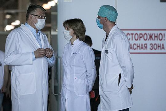 «Реально медиков в стране заведомо больше миллиона. И на том же совещании называлась цифра, сколько было выделено денег на эти выплаты — 52 млрд рублей»