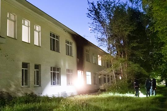 Оперативные данные сообщали о двух погибших из-за пожара на площади в 3 кв. метра в палате сосудистого отделения ЦРБ (центральной районной больнице) Зеленодольска