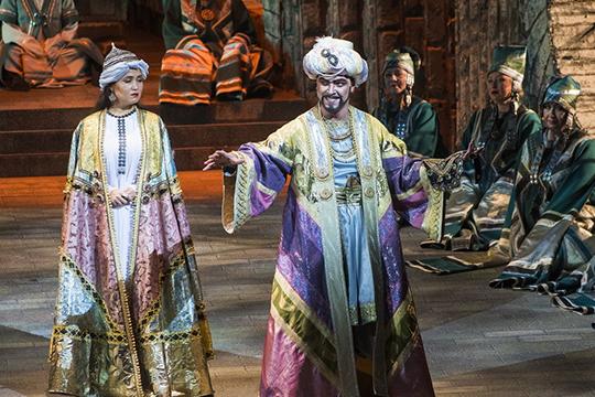 «Просто мне позвонили, сказали, что есть вот такая-то партия в новой татарской опере «Сююмбике», будет два состава, и в одном из них хотят видеть меня»