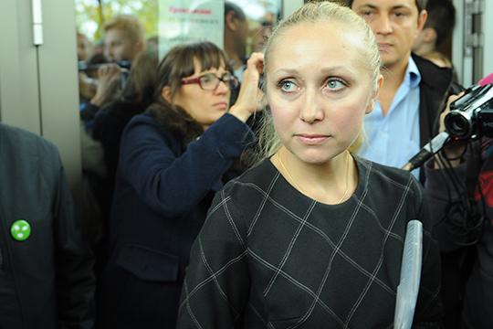 Соседствует с Ахметгалиевым еще один адвокат, чье имя связано с «Агорой». Речь про Ирину Хрунову.«Вцепится мертвой хваткой в клиента, в хорошем смысле слова»