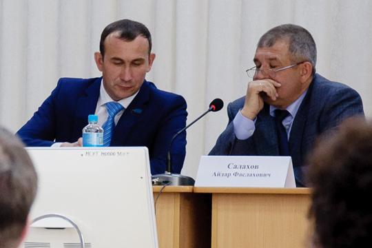 Руководство Мензелинского района заинтересовано впривлечении якорногоинвестора всельское хозяйство(на фото -КамильНазмиев (слева) иАйдар Салахов)