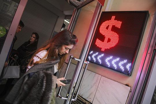 В первом квартале текущего года средний курс доллара вырос только на1% до66,5 рубля за«американца», что несгладило падения мировых цен напродукцию