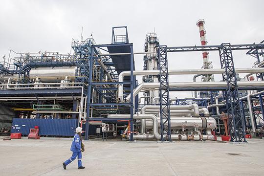 Ближайшее будущее КОСа затянуто густым туманом, как, впрочем, идля всей экономики, инетолько российской.Пессимисты невидят возможностей для роста нефтехимических производств, опираясь нанеуклонное падение цен впоследние кварталы