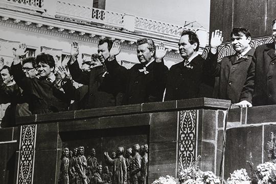 «Кроме того, учитывали национальный состав: если первый секретарь райкома — русский, председатель должен быть татарин. И наоборот. Когда я работал, в Казани было 53 процента русских, остальные — татары и другие национальности»