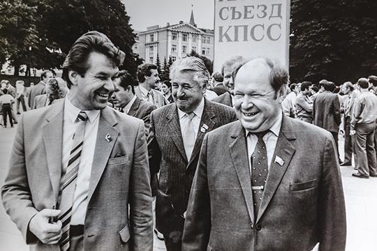 «Мы приехали туда к 3 часам дня — Ельцин, Шаймиев, я и Сабиров Мухаммат Галлямович, председатель совмина. И вся эта улица была забита народом»