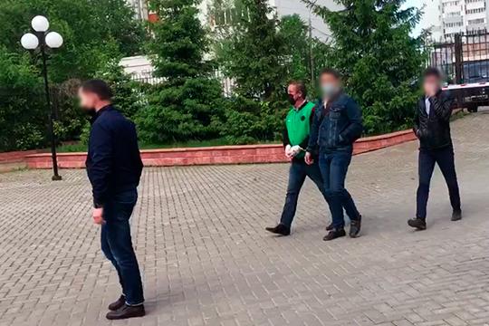 Фарит Фаезов (в зеленой кофте) лет занимает должность главы сельского поселения шесть с половиной лет. Сам Фарит Дамирович родом из небольшого села Большие Кургузы, что находится в Зеленодольском районе