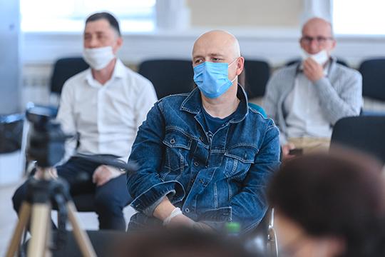 Николаев представил справку о субъектах МСП в Татарстане. Сейчас в республике 52 тыс. безработных. Всего субъектов пострадавших отраслей — более 46 тыс. Много обращений от татарстанского бизнеса связно с банками
