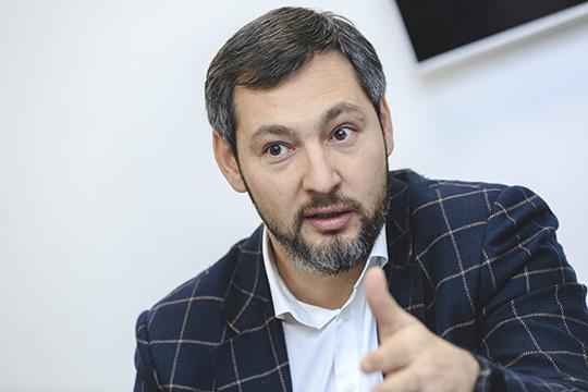 Олег Коробченко:«Ненужно надеяться напомощь состороны. Лучше все вопросы постараться решить самим. Мы— предприниматели. Мысоздали свой бизнес. Нам нужно искать выход изситуации»