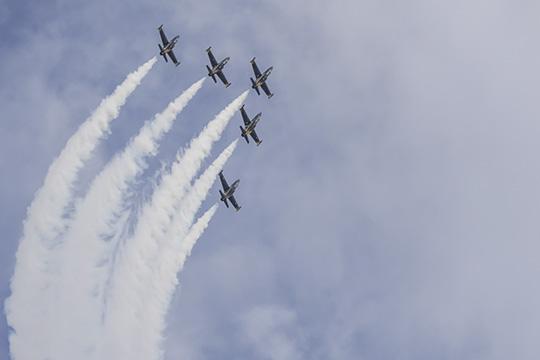 Тимофеев освоил самолеты L-39, PA46, EMB 550— причем настолько успешно, что его приняли впилотажную группу «Русь», которую он, повсей видимости, еще ичастично спонсирует