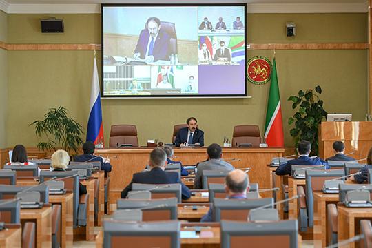 Члены комиссии Нижнекамска, Зеленодольска и Чистополя принимали участие в совещании дистанционно по видеосвязи, а все остальные — очно
