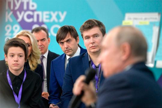«Кравцов (министр просвещения РФ (в центре) говорит: «Никто не ожидал, что так будет». Я считаю, что политик должен всегда ожидать, что произойдет, должен быть готов к разным вызовам»