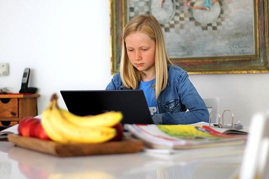 Вклубе робототехники уверены, что сейчас особенно важно научить детей правильно использовать гаджеты, интернет, чтобы это стало полезным для них инструментом ивтом числе безопасным