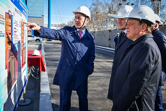 Весь предыдущий трудовой путь 51-летнего Бикмурзина связан с «Нижнекамскнефтехимом», более того, это его единственное место работы
