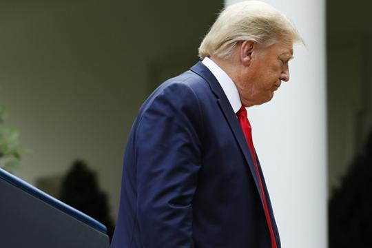 Накал протестных страстей в США, кажется, достиг своего апогея — настолько, что президенту Дональду Трампу пришлось прятаться от демонстрантов, попытавшихся ворваться в Белый дом, в бункере