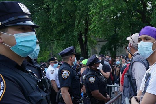 «Такая массовость и распространенность этих выступлений, конечно, связана не только с произволом полиции в каком-то одном городе, в данном случае — в Миннеаполисе»
