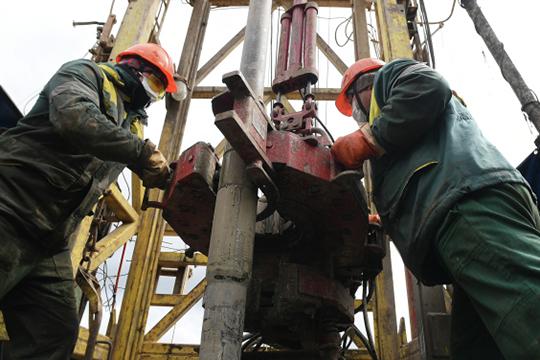 Основа татарстанской экономики — нефтедобыча и нефтепереработка, но у нас также развиты нефтехимия, авиа- и автомобилестроение, производство оптики, двигателей, электроники, фармпродукции»