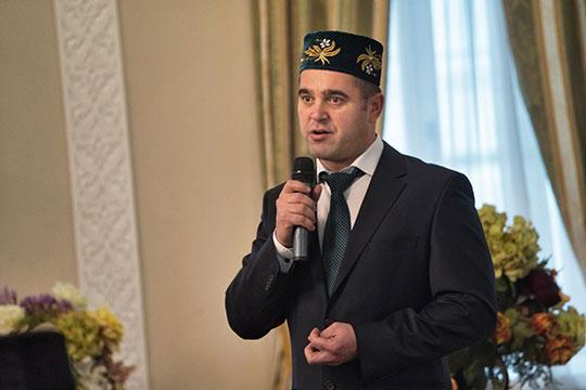 44-летний Кадим Нуруллин бессменно возглавляет Татарскую государственную филармонию им. Г. Тукая с декабря 2003 года