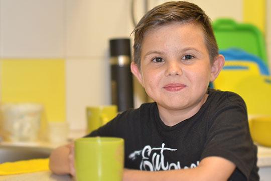 Четыре года Илья провел в больнице на гемодиализе. Там с ним по очереди были папа, мама и бабушка