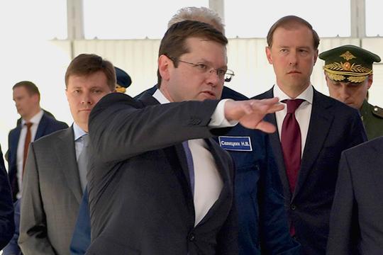 Нынешний гендиректор «Туполева» Александр Конюхов (слева) считается ставленником Мантурова, (справа) поэтому шеф минпромторга всячески сопротивляется его отставке