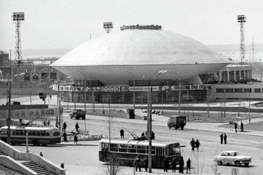 9 декабря 1967-го появляется то самое здание Казанского государственного цирка, которое мы видим сегодня возле кремлевского холма и которое вполне заслуженно входит в самую запоминающуюся казанскую символику