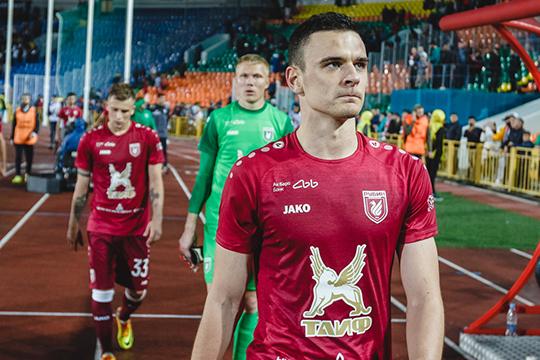 В 2018-м «Рубин» подписал 23-летнего хорвата примерно за 1 млн евро. Оплата подразумевалась несколькими траншами. Вероятно, из-за финансовых проблем в 2018 году, клуб просрочил часть платежей за трансфер защитника