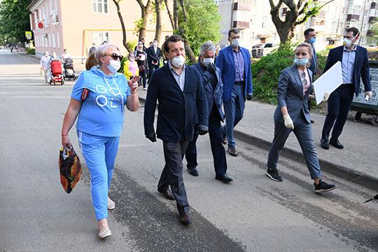 Накануне мэр Казани Ильсур Метшин осмотрел ход благоустройства нового сквера в районе улиц Авангардная, Кулагина, Актайская и Модельная