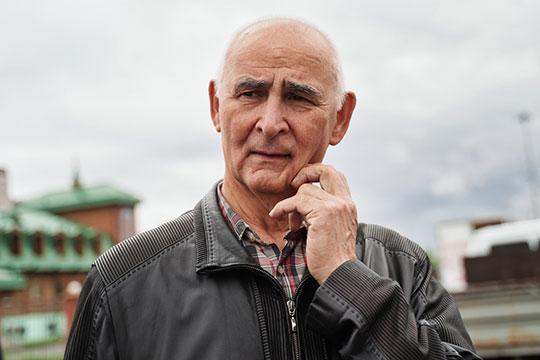 Экс-председатель союза писателей Татарстана Ринат Мухаммадиев специально приехал из Москвы, когда ему сообщили, что друг находился на смертном одре